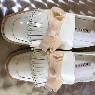 ダイアナ(DIANA)のDIANA ローファーリボン 白 22.5cm(ローファー/革靴)