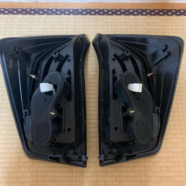 トヨタ(トヨタ)のプリウス30 テール 自動車/バイクの自動車(車種別パーツ)の商品写真