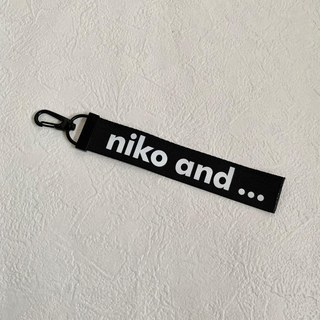 ニコアンド(niko and...)のniko and… ロゴテープ(キーホルダー)