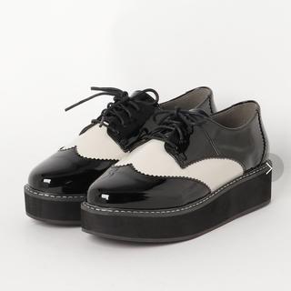 セシルマクビー(CECIL McBEE)のレースアップシューズ  厚底 ホワイトカラー(ローファー/革靴)
