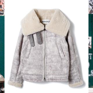 perverze Wide Collar Mouton Coat / Gray
