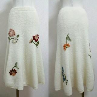 ケイタマルヤマ(KEITA MARUYAMA TOKYO PARIS)のケイタマルヤマ☆お花の刺繍が素敵なニットスカート(ひざ丈スカート)