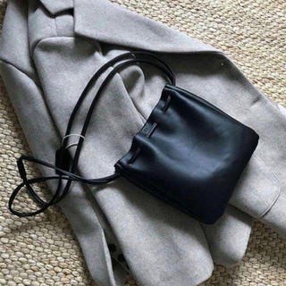dholic - 再入荷‼️【ブラック】大人気 巾着ショルダーバッグ 巾着バッグ