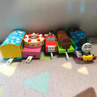 トミー(TOMMY)のプラレール きかんしゃトーマス トーマス 青いピカピカトーマスのパーティー(電車のおもちゃ/車)