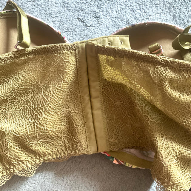 Victoria's Secret(ヴィクトリアズシークレット)の新品タグ付き★インティミッシミ★ブラ2B レディースの下着/アンダーウェア(ブラ)の商品写真
