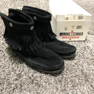 ミネトンカ(Minnetonka)のミネトンカ ショートブーツ 黒 スウェード【送料込み】(ブーツ)