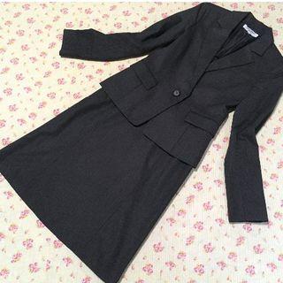 ナチュラルビューティーベーシック(NATURAL BEAUTY BASIC)のナチュラルビューティー スカートスーツ S W62 未使用に近い ダークグレー (スーツ)