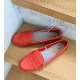 ギャップ(GAP)の二回使用 美品 GAPの朱色のローファー ドライビングシューズ 8(25センチ)(ローファー/革靴)