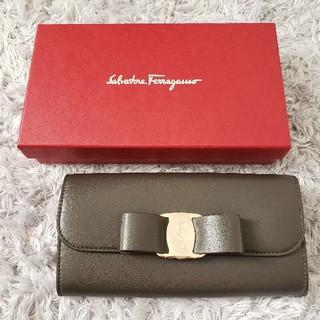 Salvatore Ferragamo - 新品 SALVATORE FERRAGAMO フェラガモ リボン 長財布