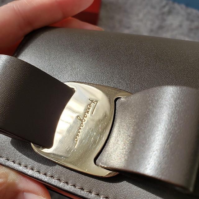 Salvatore Ferragamo(サルヴァトーレフェラガモ)のSALVATORE FERRAGAMO フェラガモ  リボン ミニ財布 レディースのファッション小物(財布)の商品写真