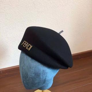 フェンディ(FENDI)のfendi ベル付きベレー帽(ハンチング/ベレー帽)