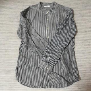ユニクロ ストライプシャツ ノーカラーシャツ
