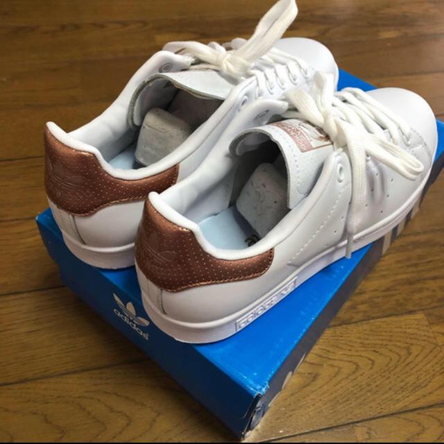 adidas(アディダス)のスタンスミス  ブラウンゴールド 23.5cm レディースの靴/シューズ(スニーカー)の商品写真