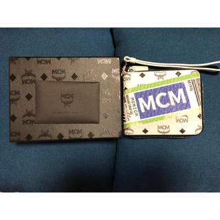 エムシーエム(MCM)のMCMフライトプリントジップドウォレット(財布)