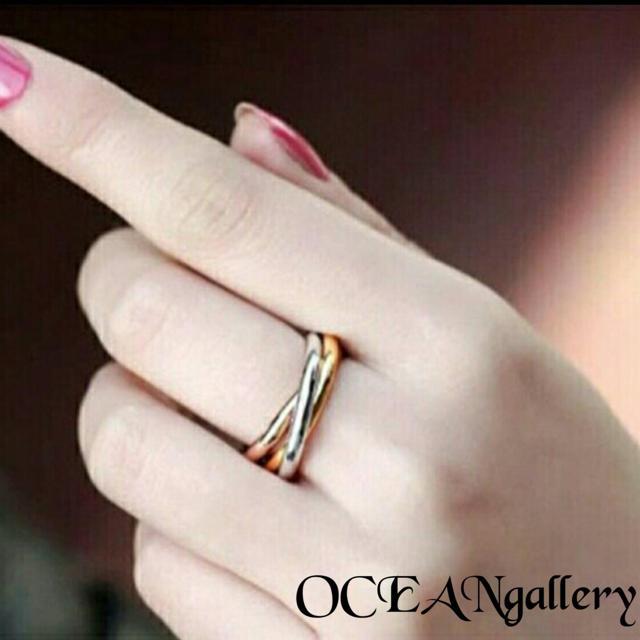 送料無料 4号 サージカルステンレス 三色三連リング 指輪 トリニティリング レディースのアクセサリー(リング(指輪))の商品写真