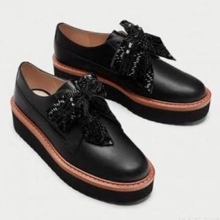 ザラ(ZARA)のザラ リボン付きプラットフォームシューズ(ローファー/革靴)