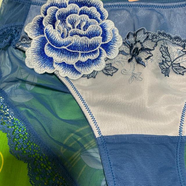 AMO'S STYLE(アモスタイル)のトリンプ ・AM♡style・Mサイズ・青ヘナ刺繍柄・ブルーローズ レディースの下着/アンダーウェア(ショーツ)の商品写真
