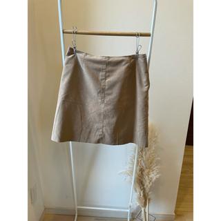 スピックアンドスパンノーブル(Spick and Span Noble)の人工皮革  ベージュスカート(ひざ丈スカート)