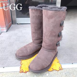 アグ(UGG)の【UGG】ベイリーボタン トリプル ブーツ ムートン レディース メンズ 25(ブーツ)