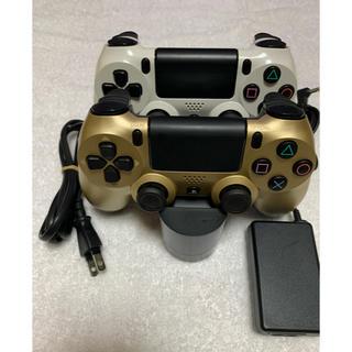 プレイステーション4(PlayStation4)のPS4★コントローラー2台★充電器つき ★ゴールド&ホワイトコントローラー(その他)