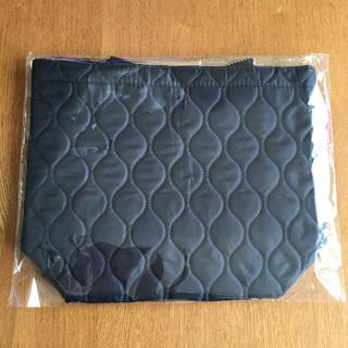 ミツコシ(三越)の三越オリジナル キルティングトートバッグ 非売品 チャーム付  未開封(トートバッグ)