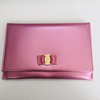Salvatore Ferragamo - 新品 ピンク ヴァラ クラッチバッグ ポーチ パスポートケース