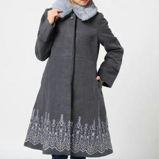 アクシーズファム(axes femme)のオーナメント刺繍入りコート(ロングコート)