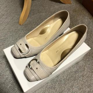 【美品】デザインパンプス 22.5センチ(ハイヒール/パンプス)