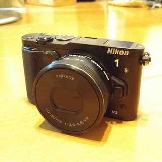 ニコン(Nikon)のNikon 1 V3 グリップ 1 NIKKOR 10-30mm 18.5mm付(ミラーレス一眼)