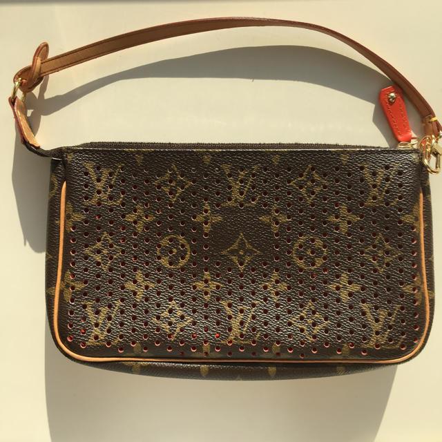 LOUIS VUITTON(ルイヴィトン)のポシェット アクセソワール モノグラムペルフォ バッグ レディースのバッグ(ハンドバッグ)の商品写真