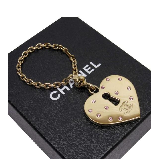 CHANEL(シャネル)のCHANEL チャーム キーホルダー キーリング キーチェーン レディースのバッグ(ショルダーバッグ)の商品写真