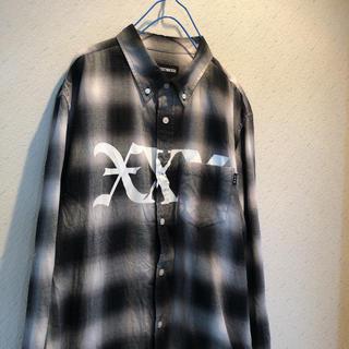 god selection xxxトリプルエックス ブラック チェックシャツ