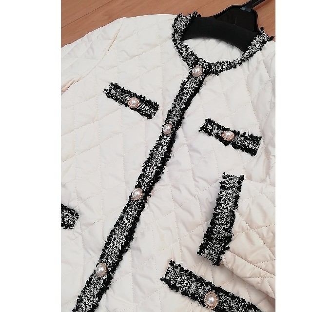 ZARA(ザラ)の新品未使用 クリームホワイト 中綿 キルト ダウンコート ノーカラー ツイード レディースのジャケット/アウター(ダウンコート)の商品写真