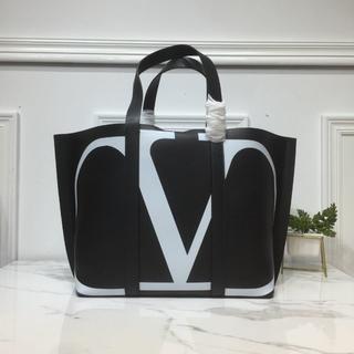 ヴァレンティノガラヴァーニ(valentino garavani)の Valentino Garavani  トートバッグ(トートバッグ)