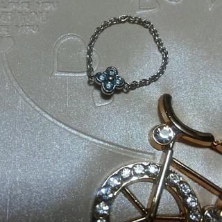 ブルーダイヤモンドk18WGチェ-ンリング(お花の形)❤(リング(指輪))