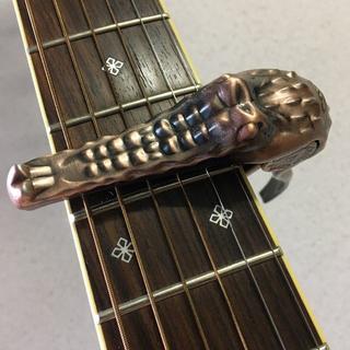 カポタスト カポ ギター ウクレレ用 ワニ クロコダイルスタイル 赤銅色(アコースティックギター)