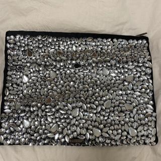ビーシービージーマックスアズリア(BCBGMAXAZRIA)のBCBGMAXAZRIA クラッチバッグ 鞄 ビジュー(クラッチバッグ)