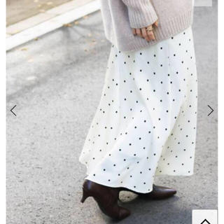 イエナ(IENA)の新品タグ付き IENA サテンバイヤスフレアスカート 40(ロングスカート)
