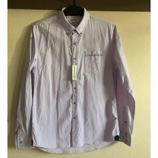セマンティックデザインのカジュアルシャツ