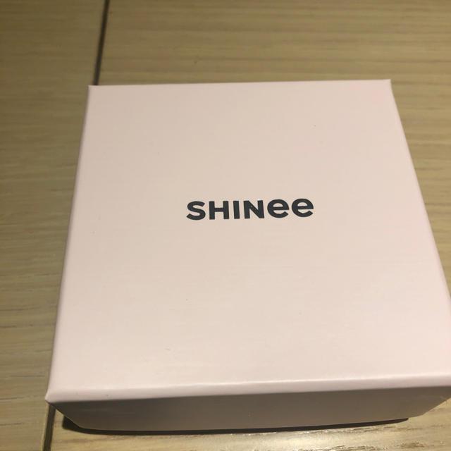 SHINee(シャイニー)のSHINee オニュ バースデーブレスレット ゴールド エンタメ/ホビーのタレントグッズ(アイドルグッズ)の商品写真