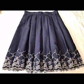 L'EST ROSE - L'EST ROSEレストローズ ネイビーバラ刺繍フレアスカート美品