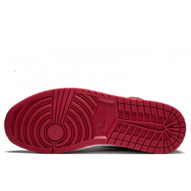 NIKE(ナイキ)のNIKE AIR JORDAN 1 RETRO HIGH OG CHICAGO  メンズの靴/シューズ(スニーカー)の商品写真