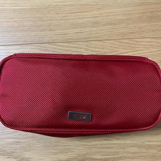 トゥミ(TUMI)のTUMI JAL ビジネスクラスアメニティ   ポーチ 赤 未使用品(ノベルティグッズ)