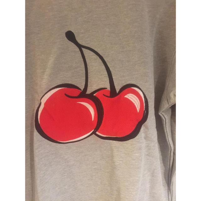 防弾少年団(BTS)(ボウダンショウネンダン)のビックシルエットチェリー刺繍トレーナー 韓国アイドル着用デザイン メンズのトップス(Tシャツ/カットソー(七分/長袖))の商品写真