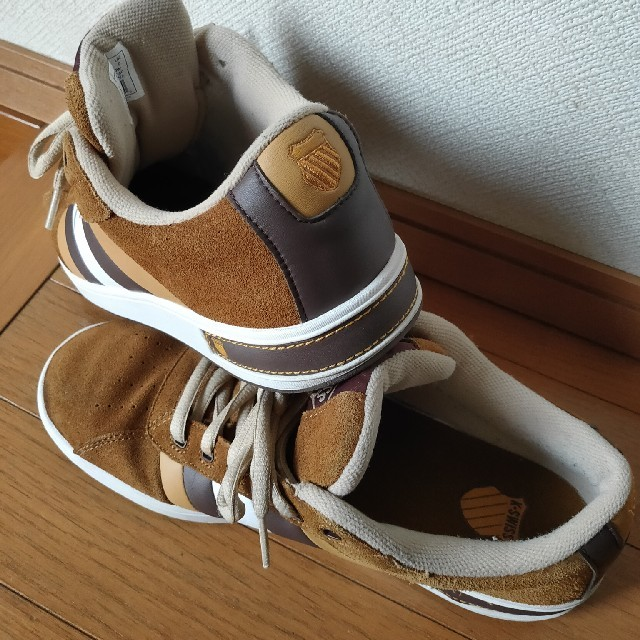 K-SWISS(ケースイス)のK・SWISSサイズ26.5〜27スニーカー美品サイズ28小さ目です。 メンズの靴/シューズ(スニーカー)の商品写真