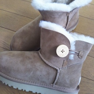 UGG - アグムートンブーツ