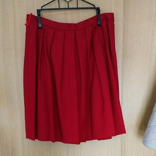 ユニクロ(UNIQLO)のユニクロ  秋冬 タックスカート  赤(ひざ丈スカート)