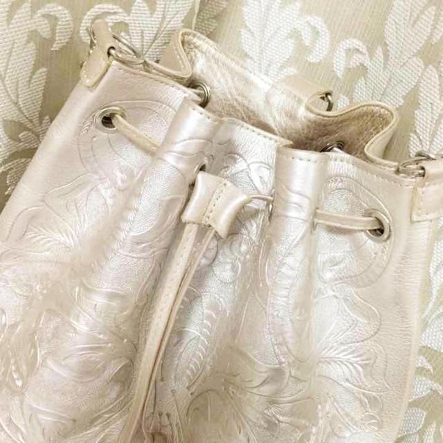 GRACE CONTINENTAL(グレースコンチネンタル)の今期限定色♡ゴールドカービングリュック♡ レディースのバッグ(リュック/バックパック)の商品写真
