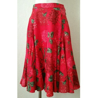 ケイタマルヤマ(KEITA MARUYAMA TOKYO PARIS)のケイタマルヤマ☆赤いカーネーションのフレアースカート(ひざ丈スカート)