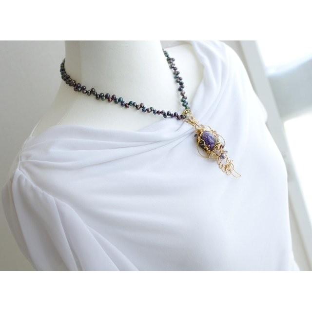 のん はな もも様 チャロアイトの羽ペンダント ハンドメイドのアクセサリー(ネックレス)の商品写真
